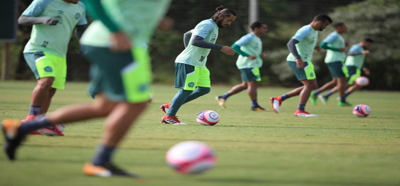 Com time desgastado após sequência, Chape treina leve antes de viagem para Floripa