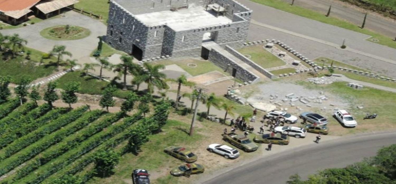 Polícia liberta refém e prende três envolvidos no ataque a carro-forte na Serra
